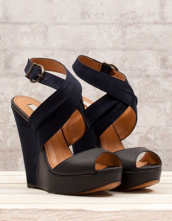 ФОТО In the summer of 2017 the new Roman cross joker belt buckle sandals clip toe sandals, fashion new flats