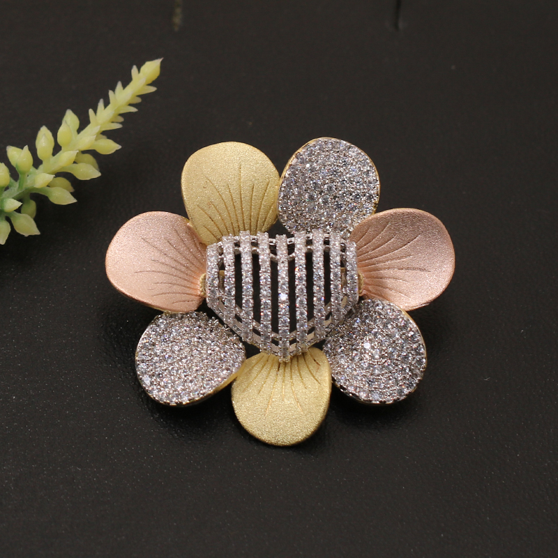 Lanyika Fashion Jewelry Trendy Lovely Heart Shape Flowers Brooch Pendant Dual Use for Engagement Wedding Micro Paved Popular Gif in Brooches from Jewelry Accessories