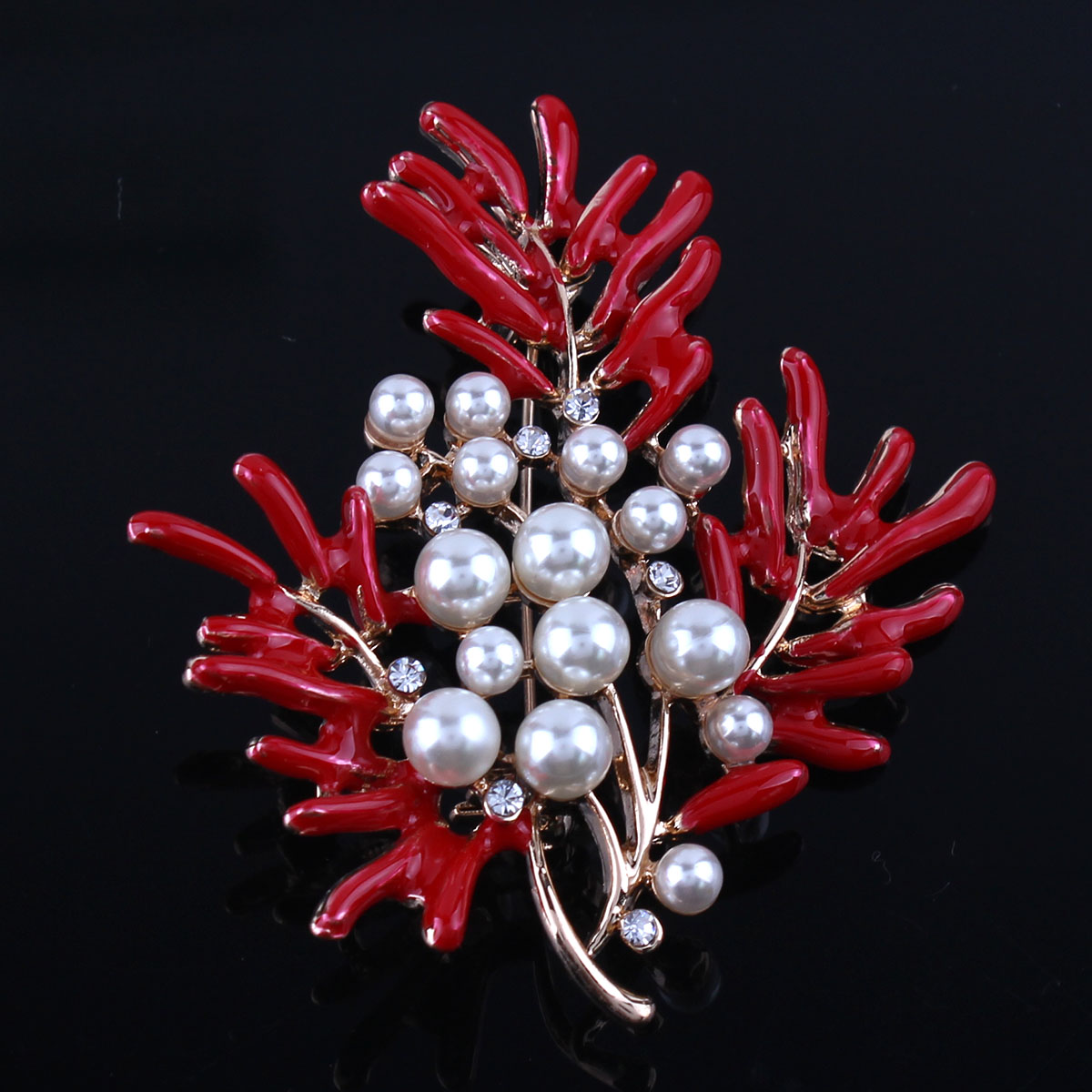 Grace Jun2017New Arrial Red Coral Brooches for Women Party Charm Leaf Shape Pear Brooch Pin Jewelry Accessories Bijoux Good Gift