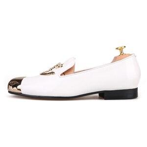 Image 2 - Piergitar 2019 מתכת הבוהן מתכת גולגולת אבזם גברים נעליים יומיומיות מסיבת חתונת גברים של פטנט עור somking נעלי בית