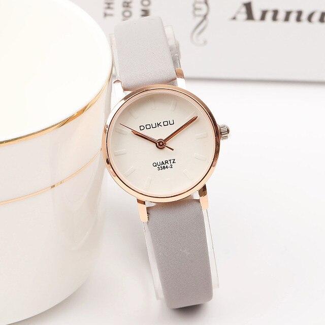 2017 New Retro Mini Women Watch Fashion Casual Leather Strap Quartz Wrist Watch