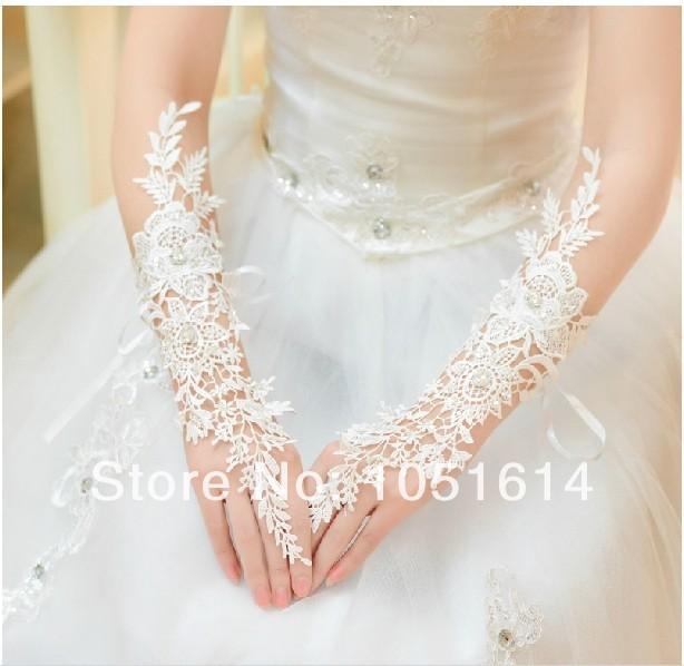 Frete Grátis Elegantes luvas de casamento de noiva de luxo diamante recorte de renda marfim luvas de casamento acessórios