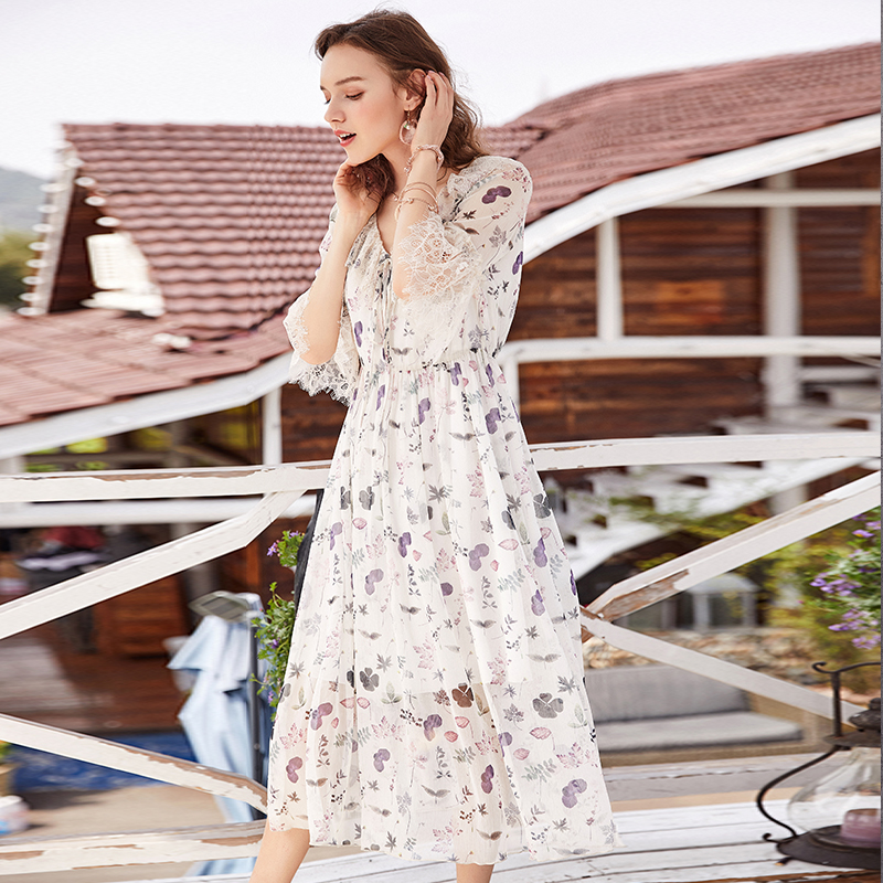 ARTKA 2018 Women Summer Eleagant Lace Patchwork Slim Waist Ruffled V neck Fresh Floral Dress LA11787X