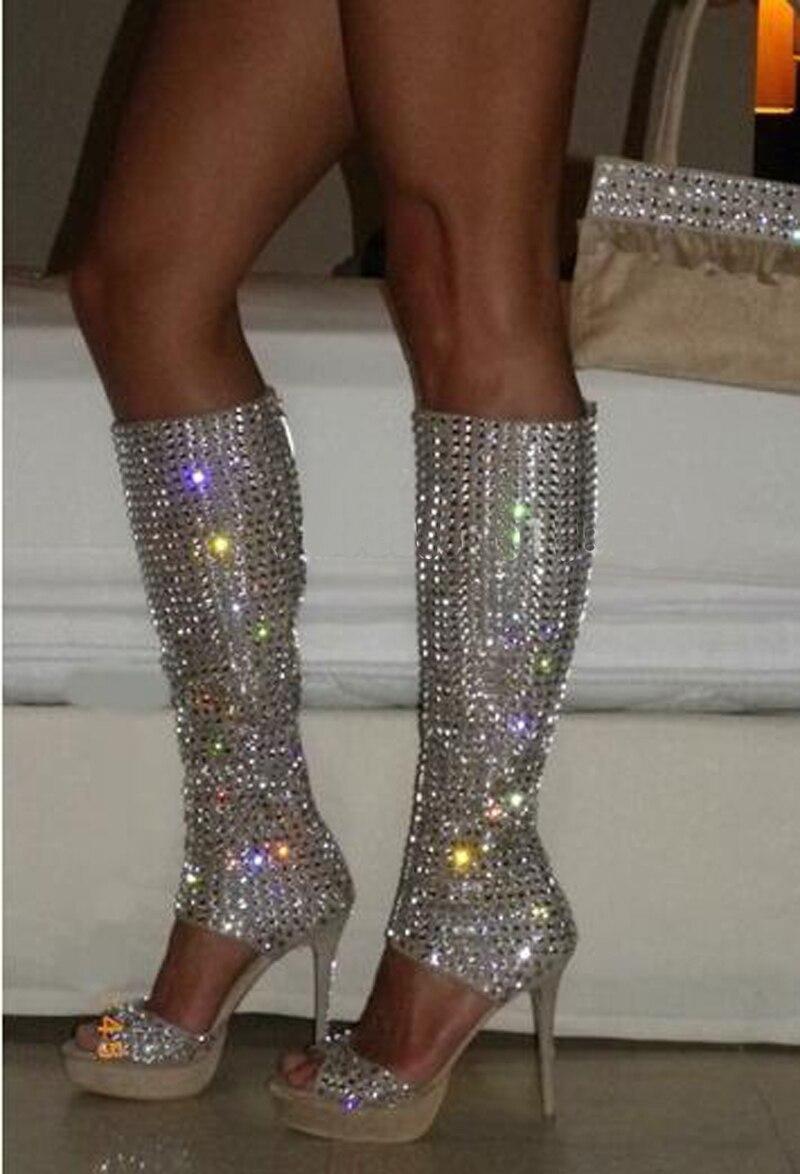 Сапоги гладиаторы на высокой платформе с открытым носком, украшенные стразами, нового дизайна модельные сапоги до колена на высоком каблук