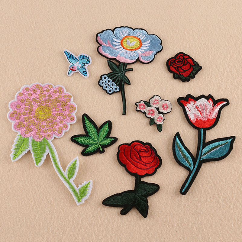 PINK BLUE FLOWERS /& FOLIAGE Embroidered Iron Sew On Cloth Patch Badge APPLIQUE