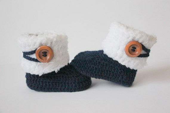 32af12948d825 US $8.28 8% OFF|Crochet baby booties, baby shoes, girl, boy, white, navy,  blue wooden button, winter boots Christening gift 0 12month 9cm,11cm-in  Crib ...