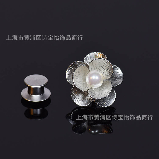 9d54b284459 Classical pearl Mother Bay flowers design shirt collar pin brooch lady  fashion accessory Thorn pin cuff