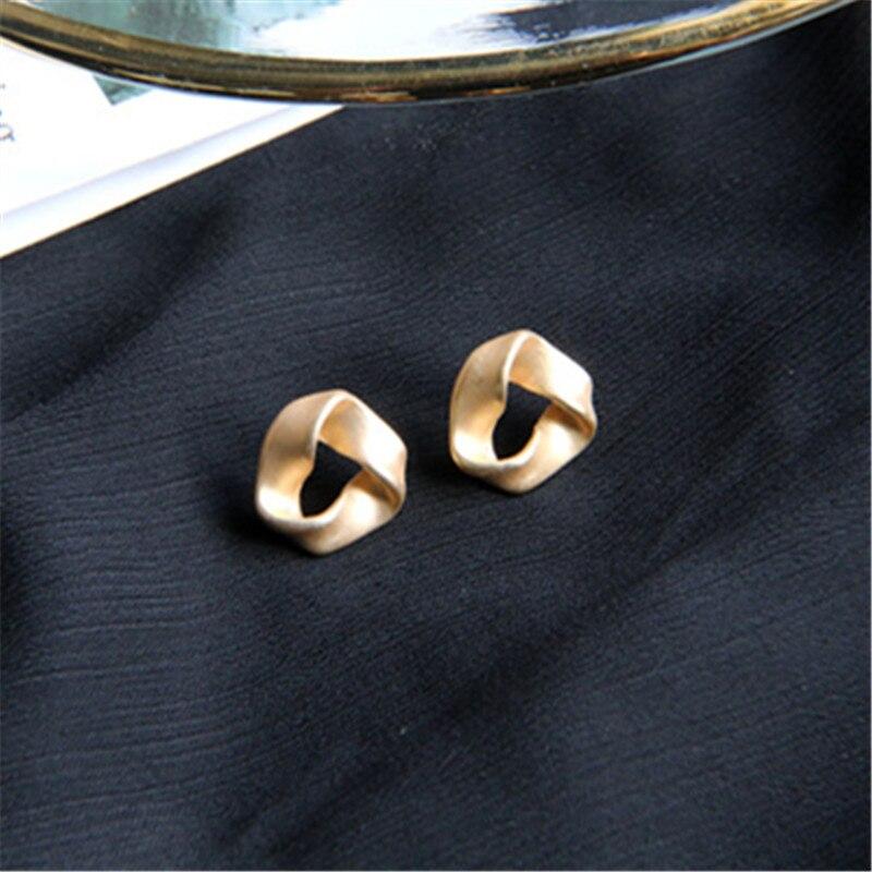 Купить металлические геометрические золотые серьги шпилька женские