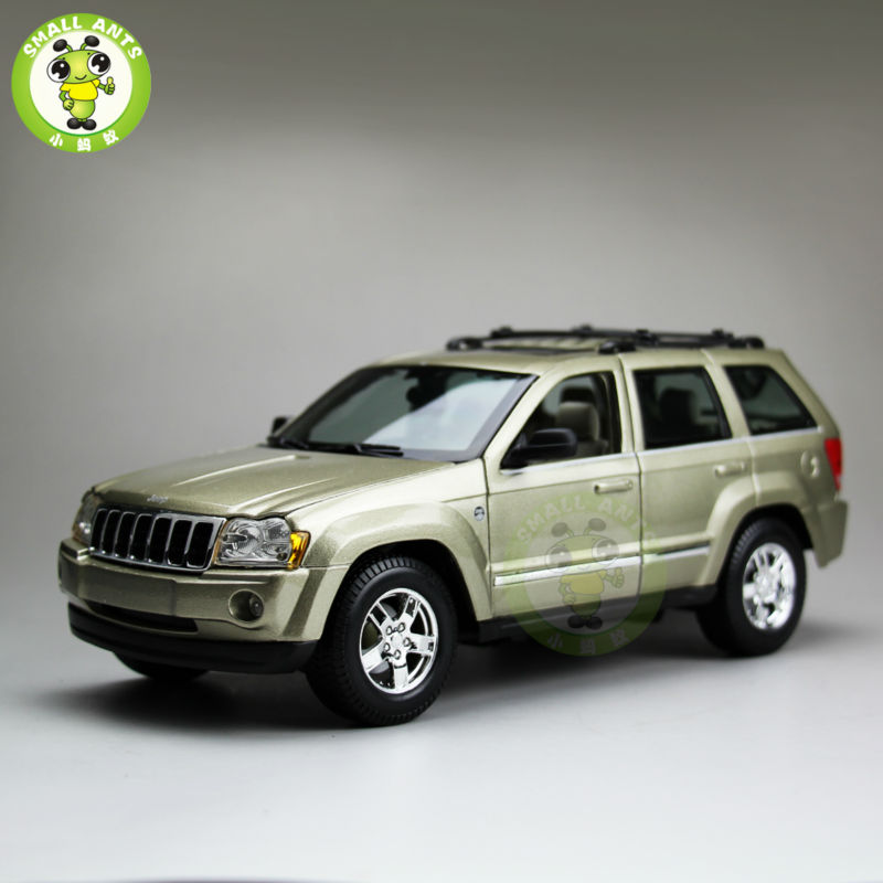 1/18 2005 Jeep Grand Cherokee Diecast Metal Car Suv Model Maisto Green maisto jeep wrangler rubicon fire engine 1 18 scale alloy model metal diecast car toys high quality collection kids toys gift