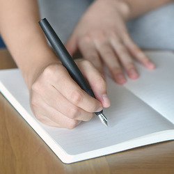 Black Kaco EDGE Fountain Pen with Ink Cartridge Gift Box 0.38mm EF Nib Plastic Pens for Writing School Office Supplies