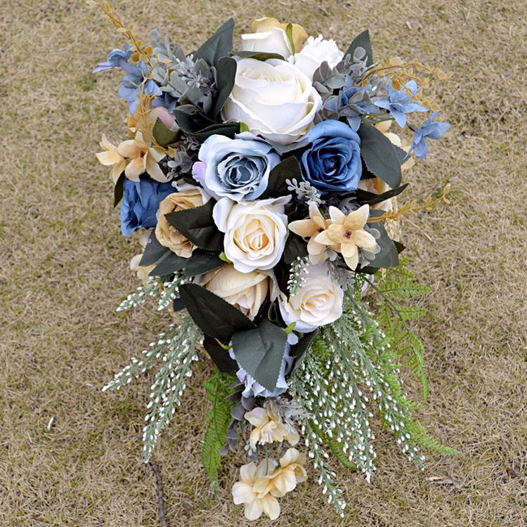 Купить с кэшбэком 2018 new Blue Bridal Bouquet with White Roses nature Initial Charm Silk Wedding Flowers for Bridal Party matrimonio