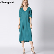 купить Changpleat summer 2019 Women Dress Miyak Pleated Fashion Design V-neck Solid Short Sleeve Loose Large Size Female Dresses Tide по цене 4605.43 рублей