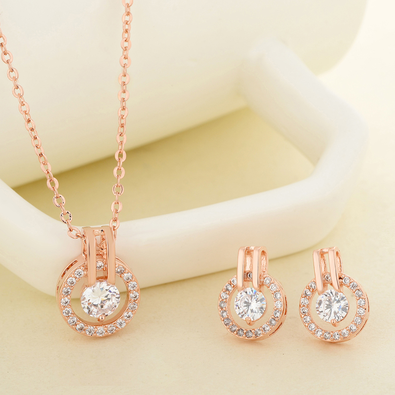 New-Fashion-Shiny-Zircon-Pendant-Necklace-For-Women-Fashion-Elegant-Crystal-Star-Zircon-Necklace-Silver-Chain (1)