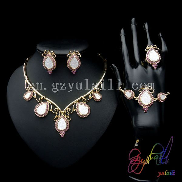 Yulaili Unique Water Drop Design African 18 Carat Gold Filled Cubic Zircon Italian Costume With Crystal Four Jewelry Sets