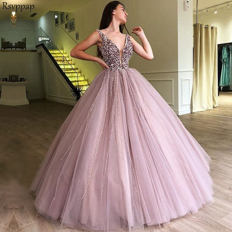 De luxe Longues Robes de Quinceanera 2019 Puffy Robe Boule Encolure en v Doux 16 Seize Perlé Arabe Partie Lilas Quinceanera Robe