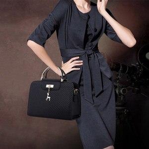 Image 5 - Модная сумка 2020 Новая женская кожаная сумка, вместительные сумки на плечо, повседневная сумка тоут, простые ручные сумки с верхними ручками, декор в виде оленя