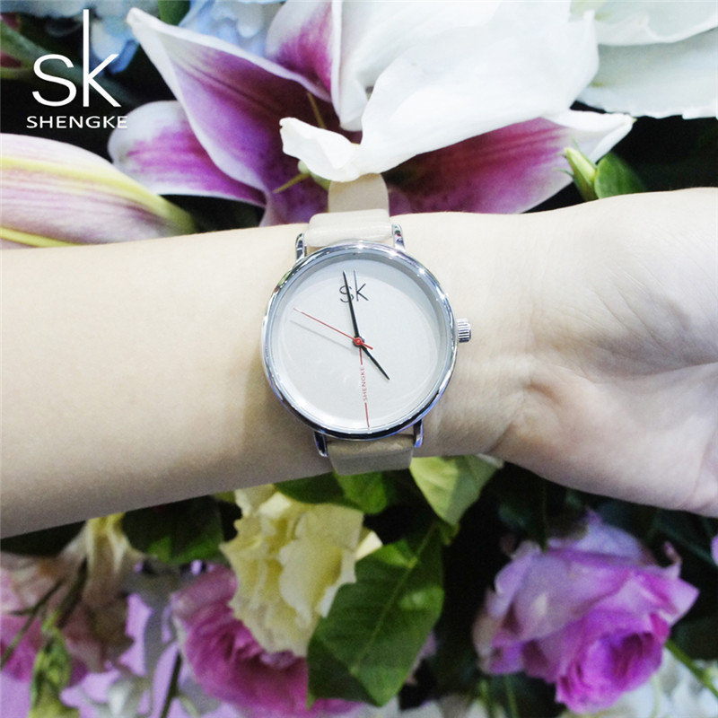 Shengke Top Brand Innovative Leather Watch Reloj de cuarzo de moda - Relojes para mujeres