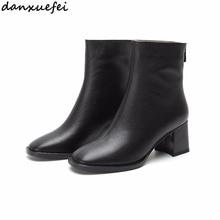 Женские ботильоны из натуральной кожи; модные короткие ботиночки с квадратным носком; сезон осень-зима; теплые плюшевые ботинки; женская обувь высокого качества