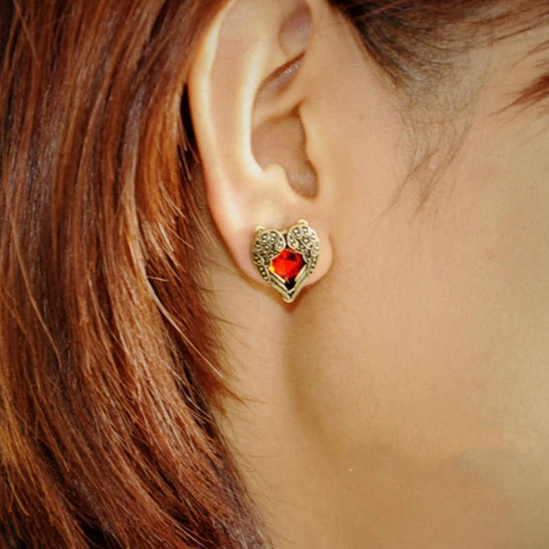 Vintage Style Peach Heart Shape Stud Earrings for Women Fashion Angel Wings Red Crystal Female Jewelry Retro Accessories E0117