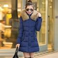 Las mujeres chaqueta de invierno 2016 medio-largo abajo de las mujeres wadded la chaqueta y el abrigo prendas de vestir exteriores de gran cuello de piel con capucha de algodón chaqueta de algodón acolchado