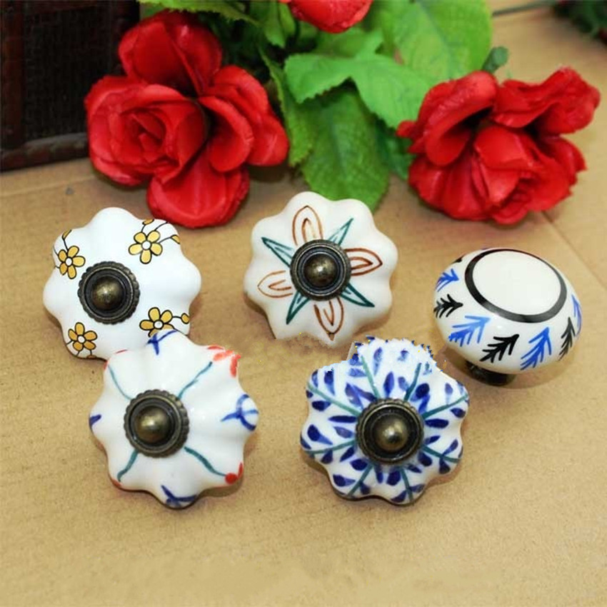 Retro rural Hand Painted drawer cabinet knobs pulls bronze colour ceramic dresser kitchen cabinet door handles knobs white blue high grade art color decorative pattern handles cabinet shoe ark originality coloured glaze shake pen rural wine ark knobs pulls