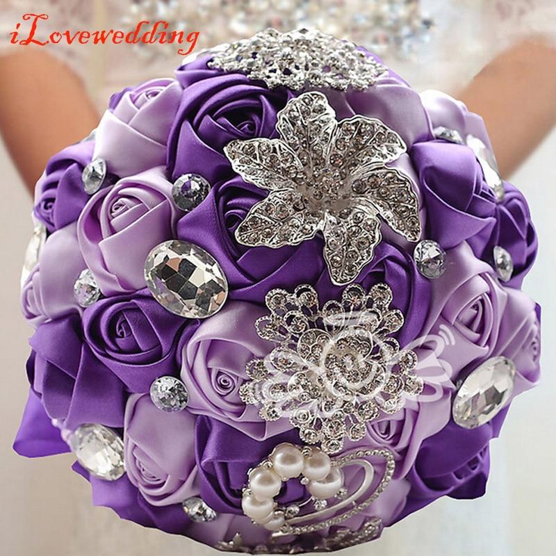 Lilla / Ivory / Pink / Red Bridal Wedding Bouquet med Pearl Beaded Broche og Silke Roses Romantisk Bryllup Farverig Brudens Bouquet