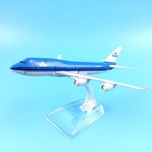Image 2 - شحن مجاني 16 سنتيمتر 747 KLM سبيكة معدنية نموذج طائرة نموذج طائرة طائرة لعبة هدية عيد ميلاد