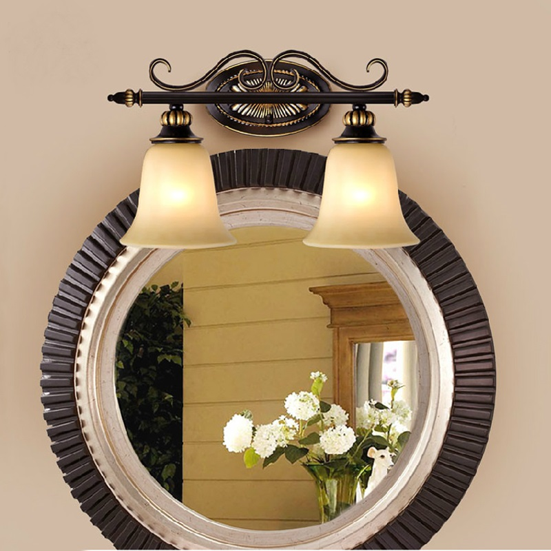 Mirror front light retro waterproof bathroom bathroom mirror lamp European iron double iron wall lamp glass lamp Wall Lamps FG11