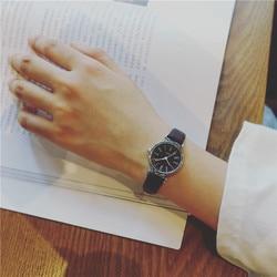 Wykwintne małe proste kobiety ubierają zegarki retro skóra kobieta zegar Bgg marka moda damska mini design zegarki na rękę w Zegarki damskie od Zegarki na