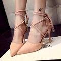 Gamuza primavera altos talones finos señalaron bombas cerradas con matel encaje de la boca baja correas cruzadas sandalias de las mujeres negro sexy zapatos