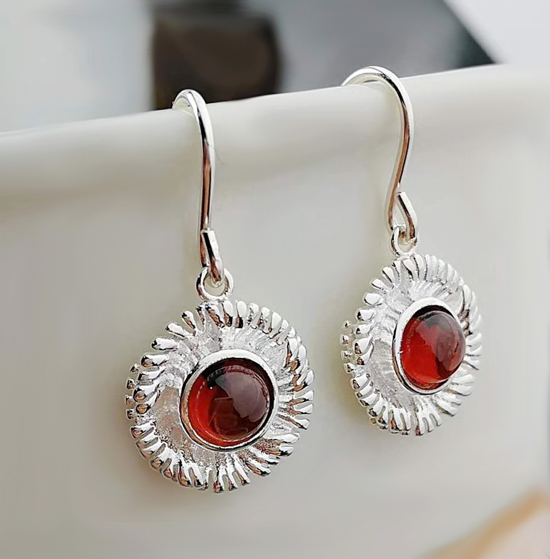 2018 Direct Selling Earings Fashion Jewelry S925 Small Zou Ju Series Natural Earrings Flower Fashion Female Jewelry Wholesale