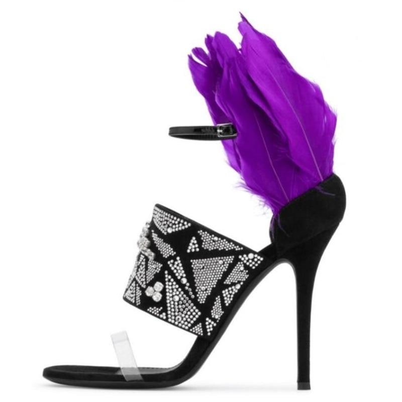 Фиолетовые женские босоножки с перьями пикантная обувь украшенная хрусталем на высоком каблуке с ремешком из ПВХ модельные туфли летние бо