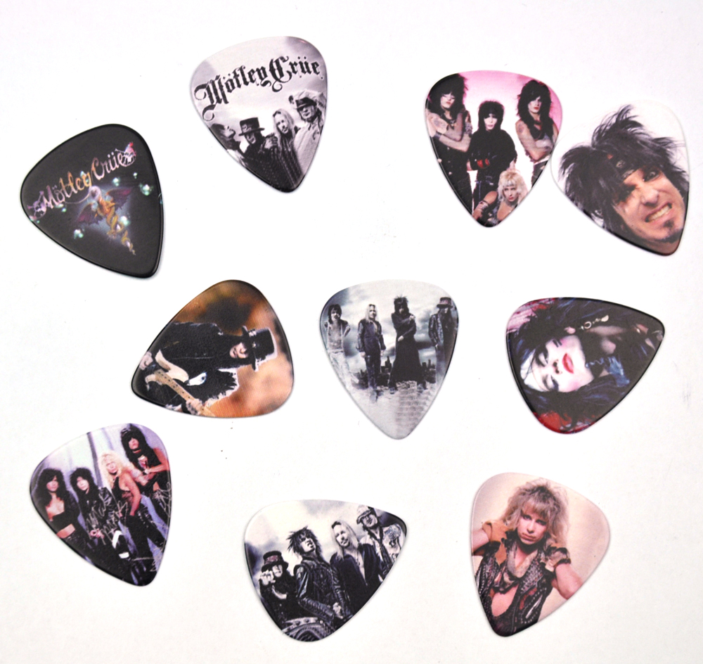 Image 5 - Lots of 100Pcs Rock Band 2 sides Printing Guitar Picks Plectrums With box LED Zeppelin Nirvana ACDC Aerosmith-in Guitar Parts & Accessories from Sports & Entertainment