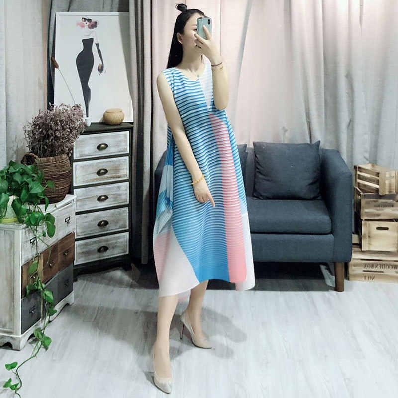 LANMREM 2019 Новая летняя модная женская одежда плиссированные тонкие стили без рукавов с круглым вырезом свободные длинные платья женские WF86507