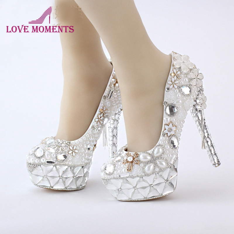 2018 White Pearl Fashion Bridal Wedding Shoes Flower Tassel Pendant 14cm High Heel Prom Party Shoes Bride Wedding Event Pumps