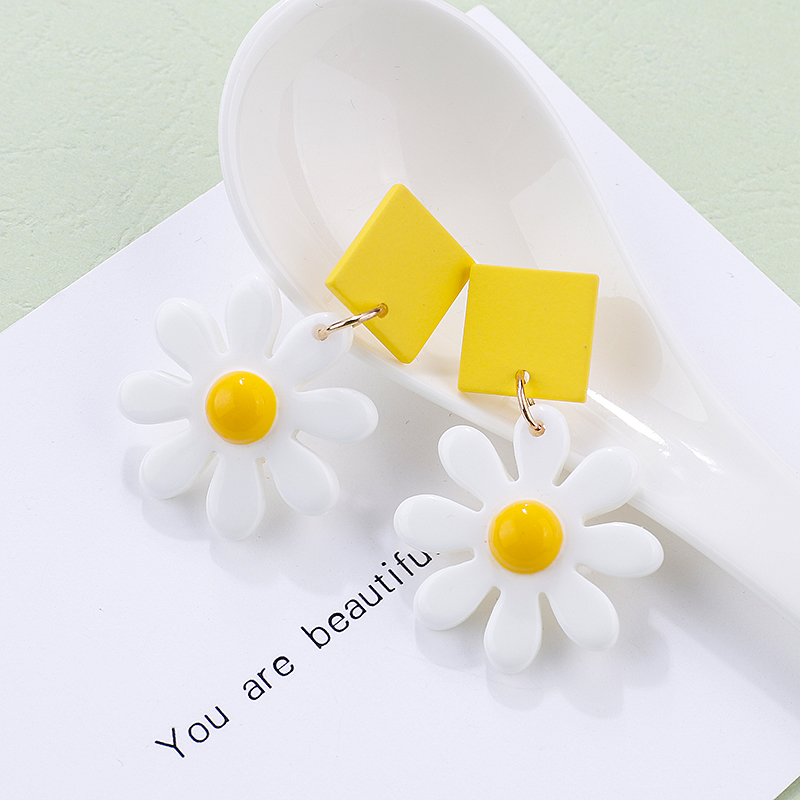 AMORCOME Fashion Cute Daisy Flowers Drop Earrings Korean Sweet Summer Resin Floral Square Wooden Statement Earrings For Women