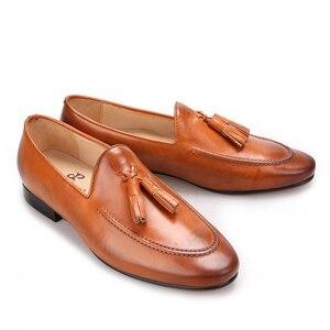 Image 4 - Piergitar iki renk erkekler hakiki deri ayakkabı ile deri püskül erkekler el yapımı sigara terlik düğün ve parti erkek mokasen ayakkabıları