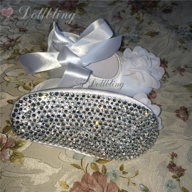 Dollbling Batismo Branco Flor de Cetim Lindo 0-1 sapatos de bebê Plissado Básico Nobre Boutique Bling cristal sapatos infantis de fundo