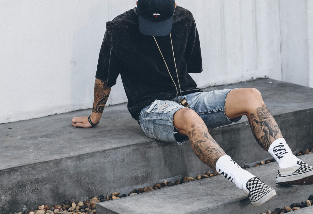 2017 fashion NEW top hiphop mens summer frazzle jeans Shorts fashion distressed Hole jeans Shorts Hole Broken Free Shipping