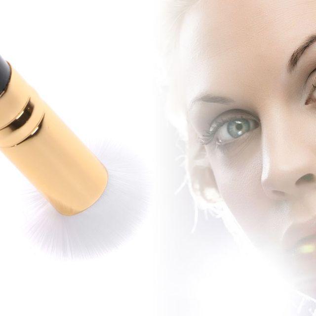 Nettoyeur de cils Accessoires de maquillage Bella Risse https://bellarissecoiffure.ch/produit/nettoyeur-de-cils/