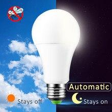 Lâmpada led automática do anoitecer ao amanhecer, 85 265v e27 b22 ip44 10w 15w led lâmpada com sensor de luz noturna para varanda
