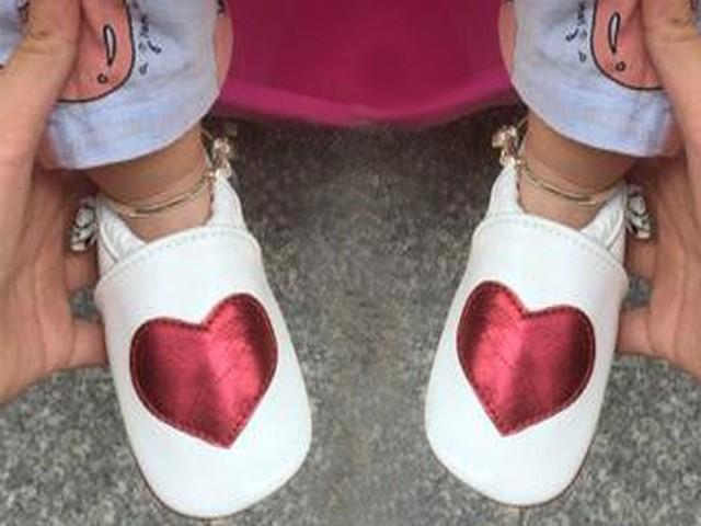 2016new Genuina mocasines De Cuero Del Bebé primeros Caminante de cuero del brillo Suave zapatos del pesebre del bebé recién nacido niño Franja chaussures