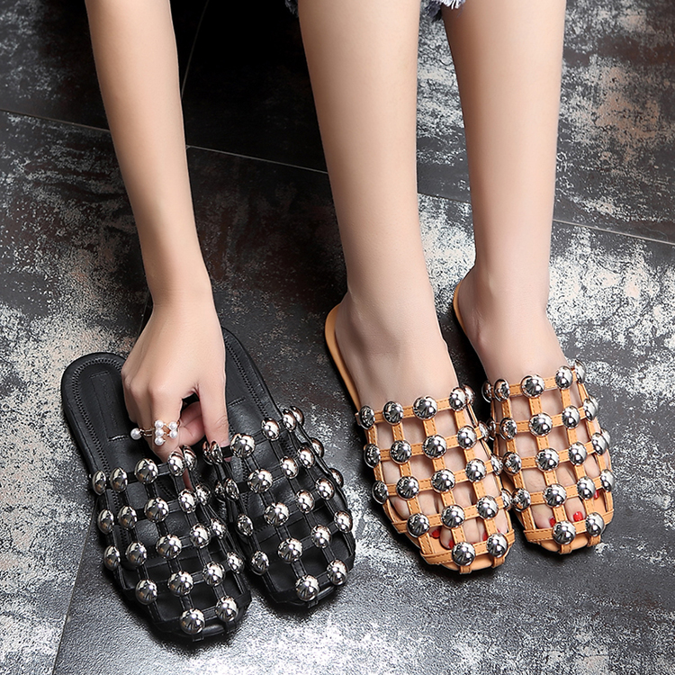2017 Runway slide flat metal dome stud closed toe flat sandal grid pattern crystal sandals for
