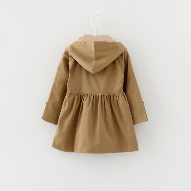 Trench impermeable con capucha camel 1