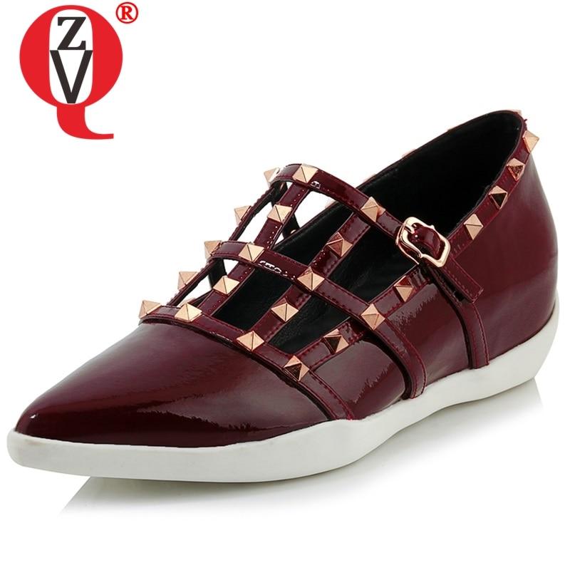 Zvq 여성 리벳 발 뒤꿈치 신발 지적 발가락 웨지 특허 가죽 상단 크로스 버클 여름 새로운 스타일 중공 캐주얼 신발 2019 묶여-에서여성용 펌프부터 신발 의  그룹 1