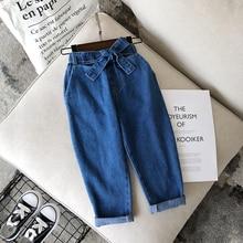 Новинка года; сезон осень; спортивные джинсы для девочек; повседневные джинсовые брюки с поясом
