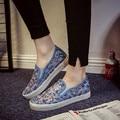 Verano de la nueva seda del brote zapatos de tela neta hembra hueco fuera zapatos de lona respirables perezosos zapatos casuales blancos con plana suela