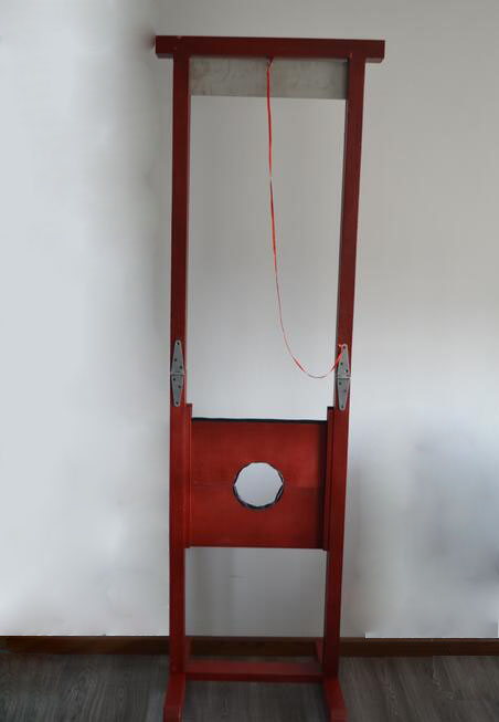 French Guillotine Magic Tricks For Professional Magician Magia Stage Illusion Gimmick Props Mentalism Funny vanishing radio stereo stage magic tricks mentalism classic magic professional magician gimmick accessories comedy illusions