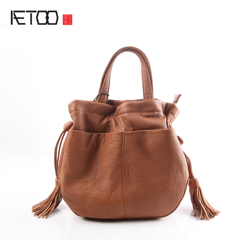 AETOO Pure leather kingdom pure skin Europe and the United States and Japan fashion retro retro shoulder buckets bucket bag lea new europe and the united states fashion oil wax head layer of leather portable retro shoulder bag heart shaped color embossed h
