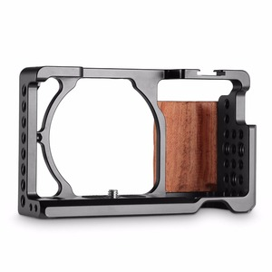 Image 2 - SmallRig dla sony a6000 akcesoria dla sony A6300 / A6000 / ILCE 6000 / ILCE 6300 klatka W/drewniany uchwyt podwójny aparat Rig   2082